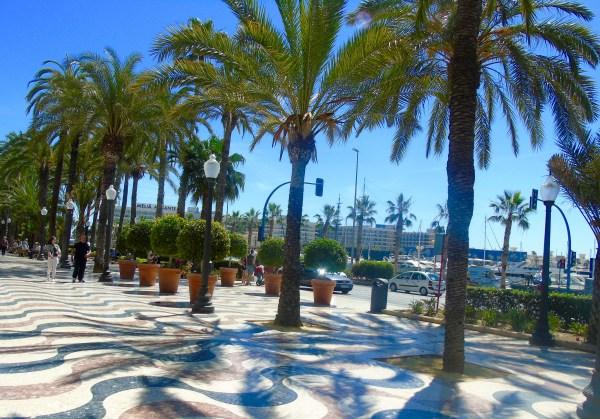 Alicante: promenade in town