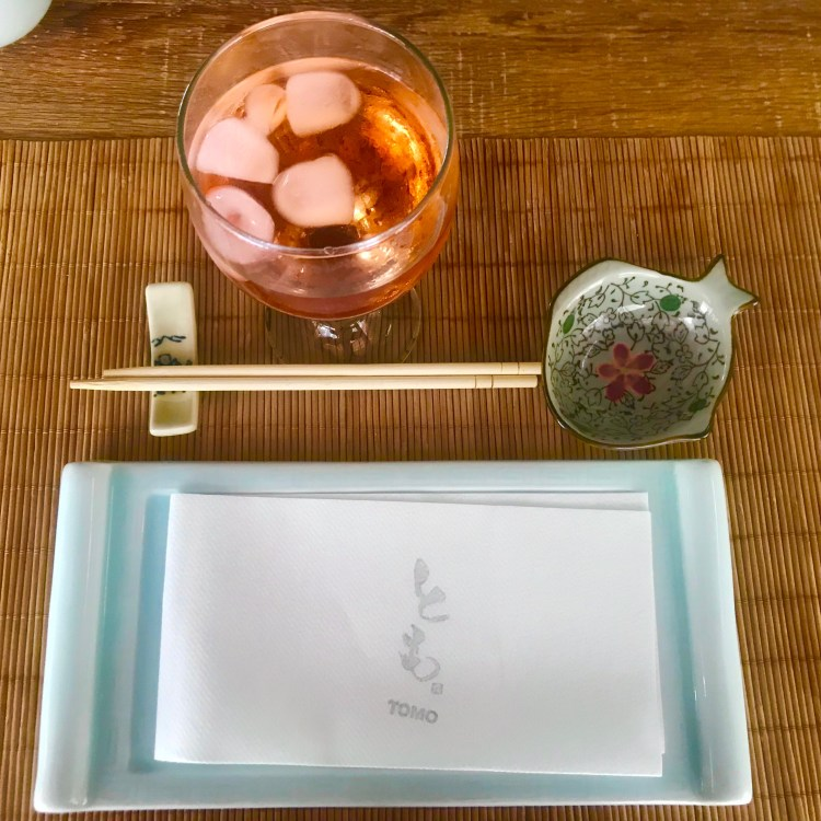 TOMO: place setting