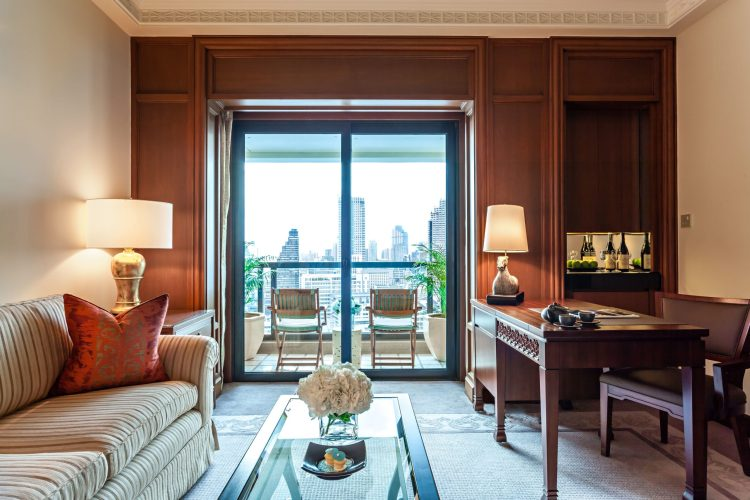 The Peninsula: room living area