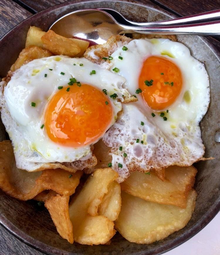 Brindisa: huevos rotos