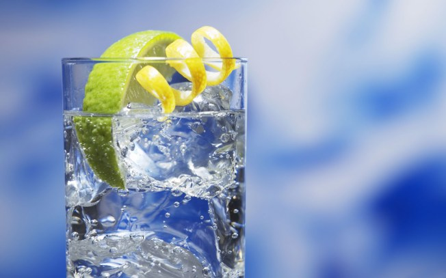 http://www.activelivingzoomers.com/wp-content/uploads/2014/04/sparkling-water-with-citrus.jpg