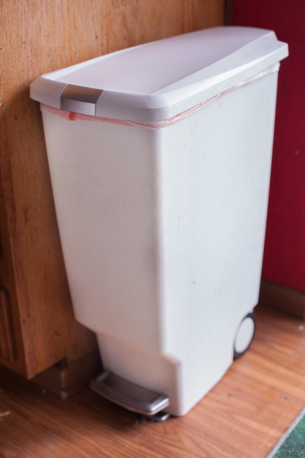 Kitchen Trash Cans with Foot Pedal