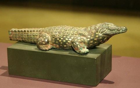 1012px-Krokodilsstatue
