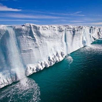 AntarcticIceWallRecentPhoto2019