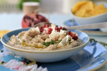 Bohnenpüree mit Feta und Granatapfel