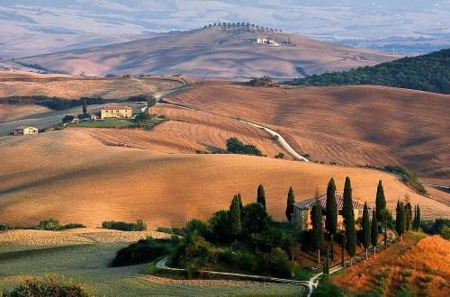 Anthony Bourdain in Tuscany Hero
