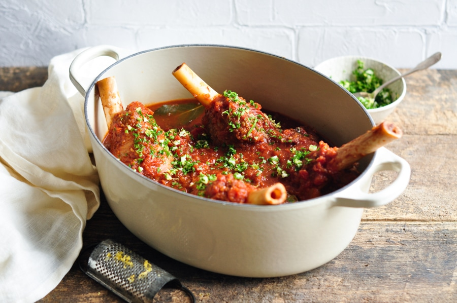 slow cooked lamb shanks red wine in le creuset pot