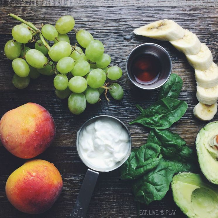 This easy and delicious peach and green smoothie is the perfect fat burning breakfast or snack.