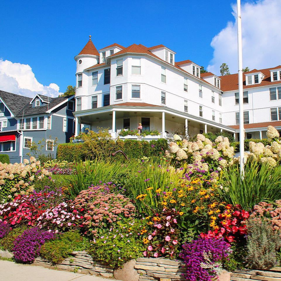 Places To Stay On Mackinac Island: choosing between resorts, hotels, bed and breakfasts, Inns, cottages, and private rentals.