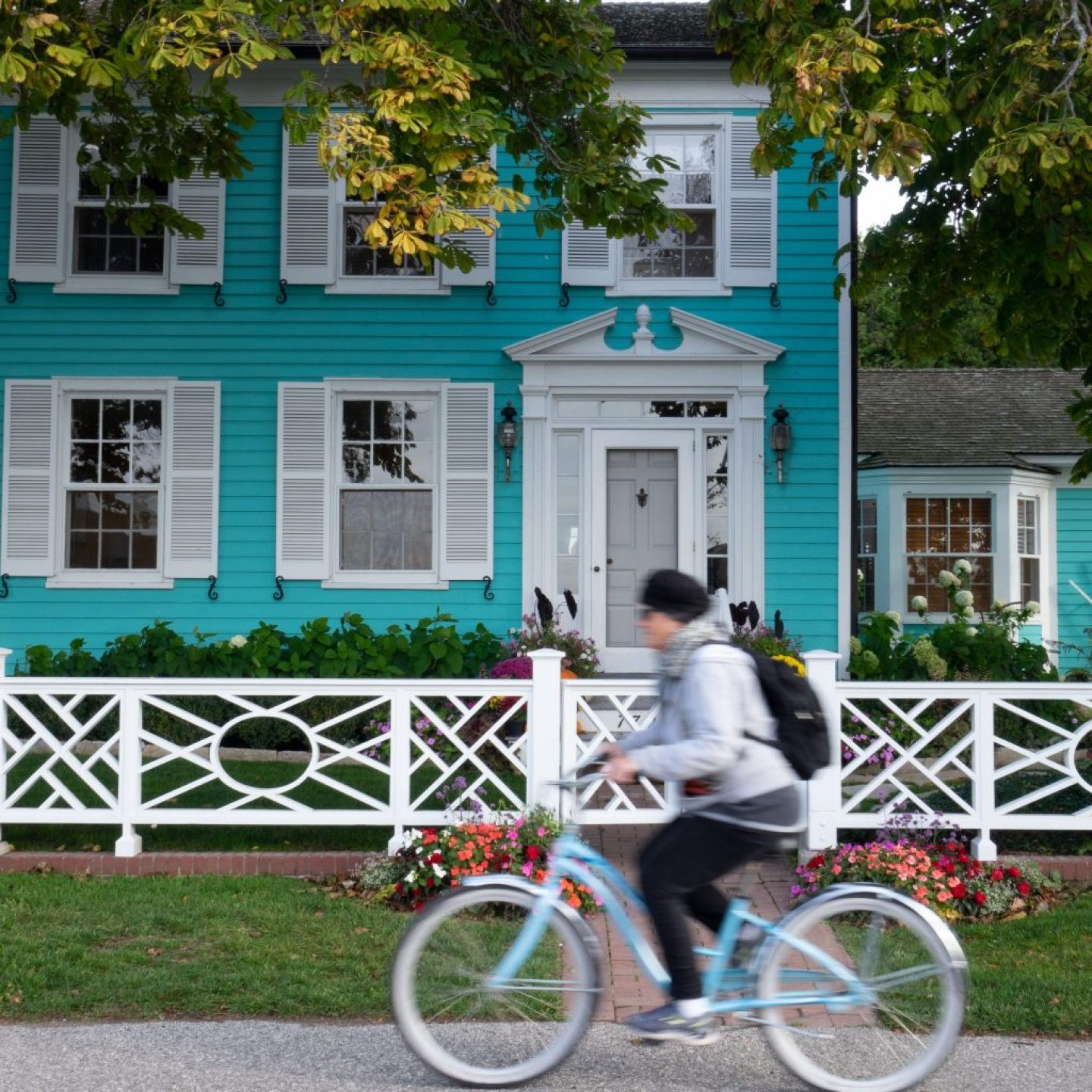 Mackinac Island Bike Rental: The ultimate guide on where to rent a bike, where to go and some facts around riding around the island