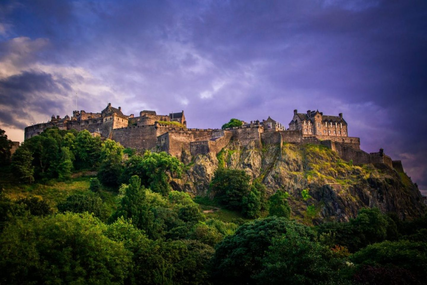 edinburgh castle, one of the Interesting Facts About Scotland, it is the most attacked caste