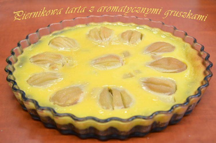 Piernikowa tarta z gruszkami i aksamitnym kremem