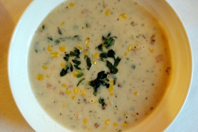 Amerykańska zupa ziemniaczana z kukurydzą i boczkiem