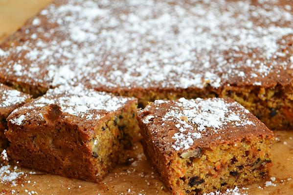 Ciasto marchewkowe z imbirem i orzechami włoskimi
