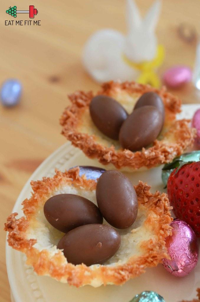 kokosowe-gniazdka-z-kokosowym-kremem-i-czekoladowymi-jajeczkami-pomysl-na-szybki-bezglutenowy-deser-wielkanoc-eatmefitme-blog-2