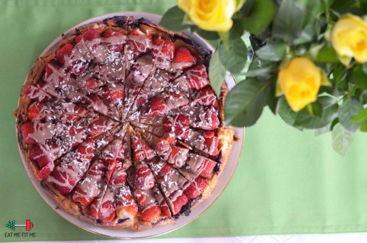 Dietetyczny sernik z owocami, czyli jak stworzyć zjawiskowe ciasto bez grama białego cukru