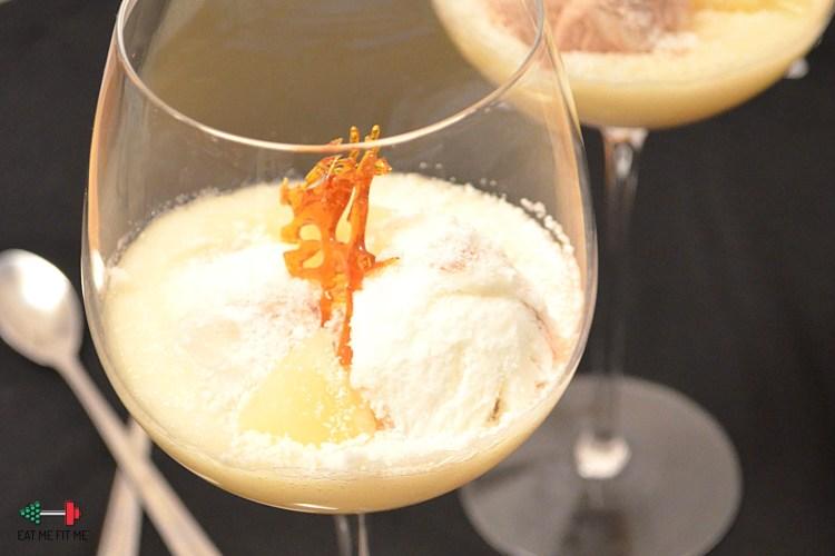 Deser lodowa Piña colada, czyli ananasowy mus z lodami w puchu z kokosa