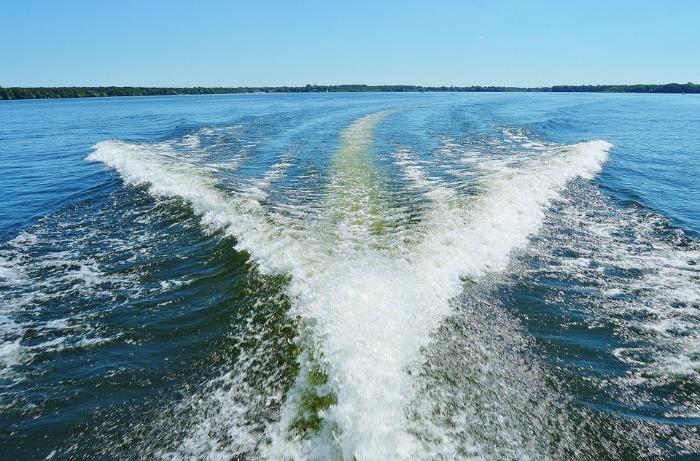 speed boat - wake - water sports - water activities