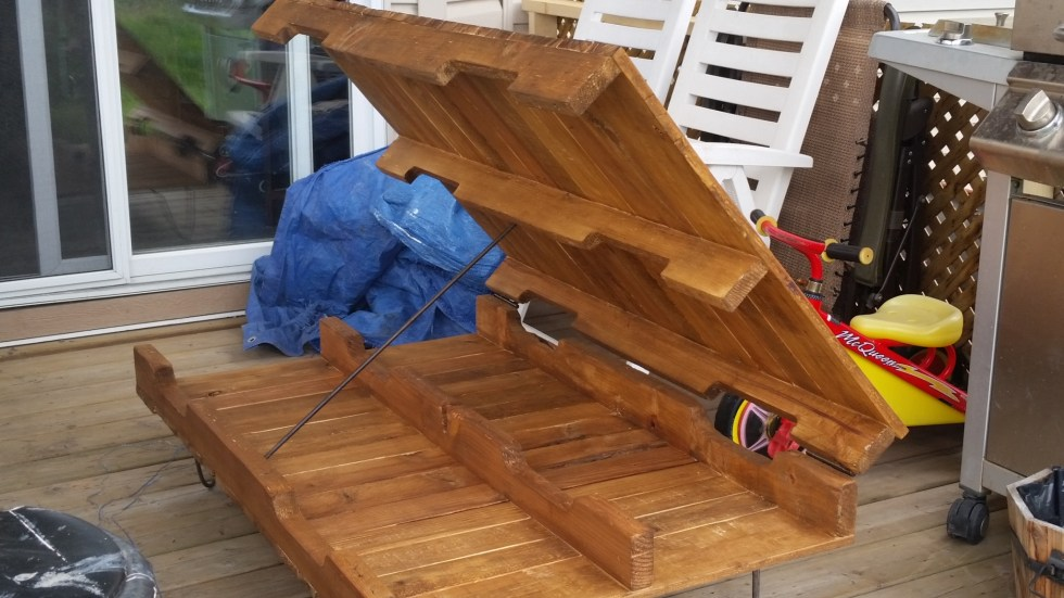 pallet coffee table made from repurposing materials