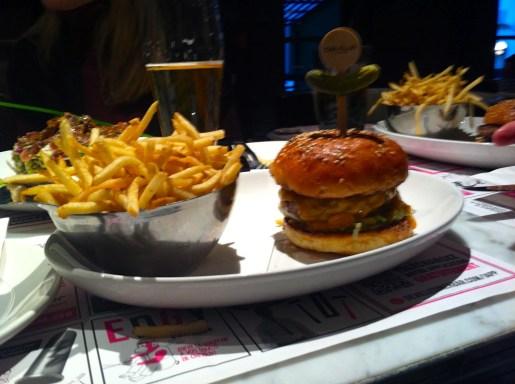 Le burger du Deville dinerbar