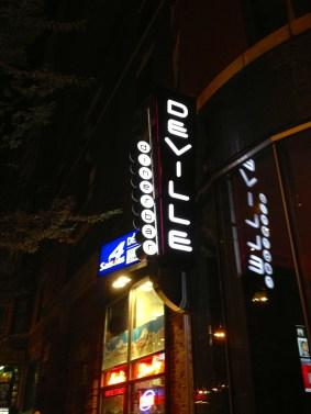 Vue exterieure du Deville dinerbar à Montréal