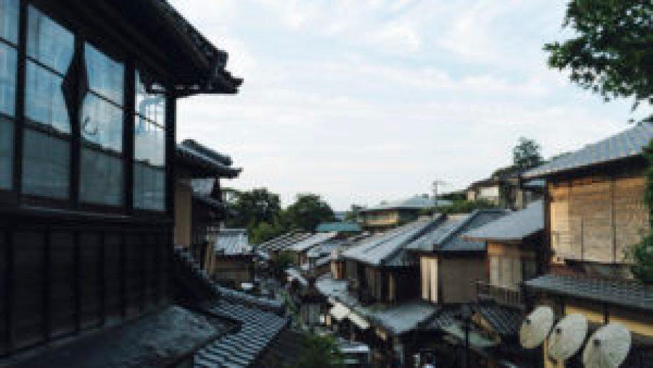 les toits du quartier traditionnel de Gion