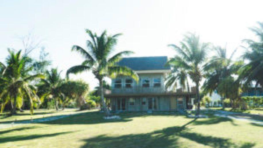 La réception du Swain's Cay Lodge à Mangrove Cay, Andros