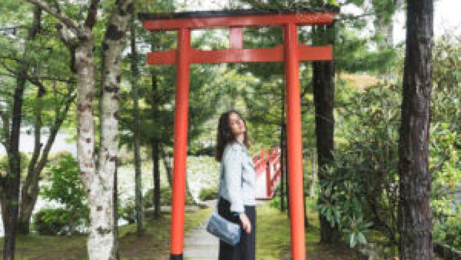 Eatmytravel sous une porte shinto