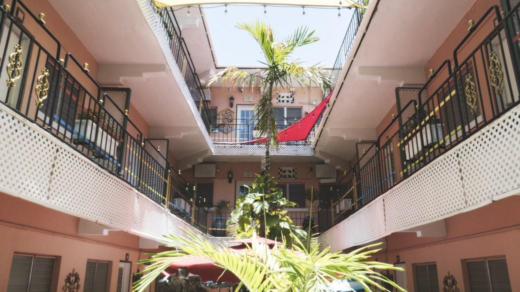Towne-hotel-nassau-eatmytravel