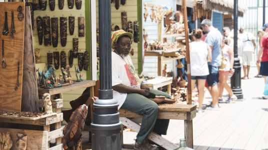 Sculpteur Straw Market
