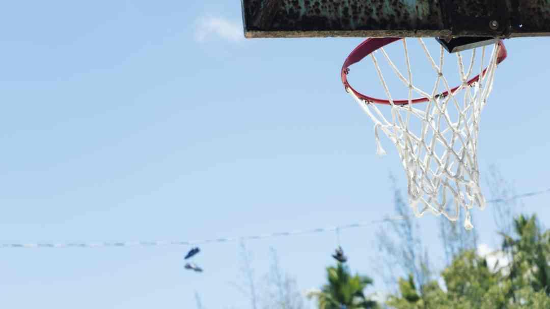 Un panier de basket à Mangrove Cay