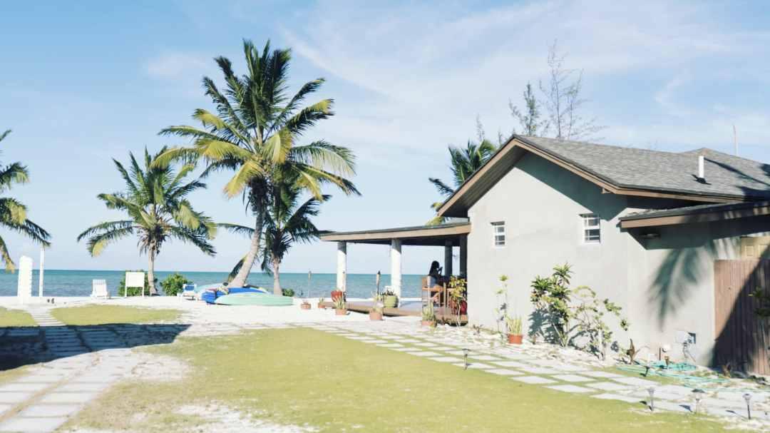 Le bar / restaurant du Swain's Cay Lodge sur l'île d'Andros aux Bahamas