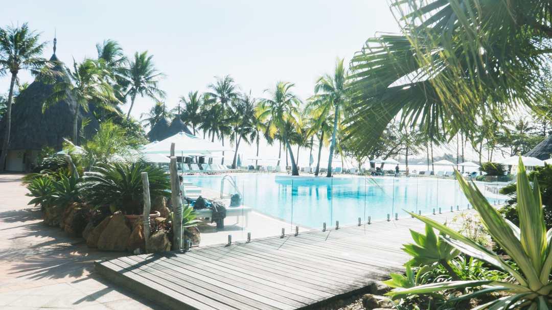 piscine de l'hôtel le méridien à Nouméa