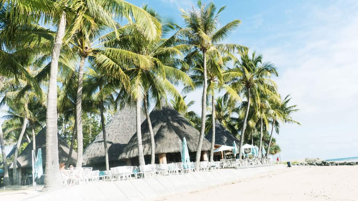 La plage et le faré de l'hôtel Le Méridien à Nouméa