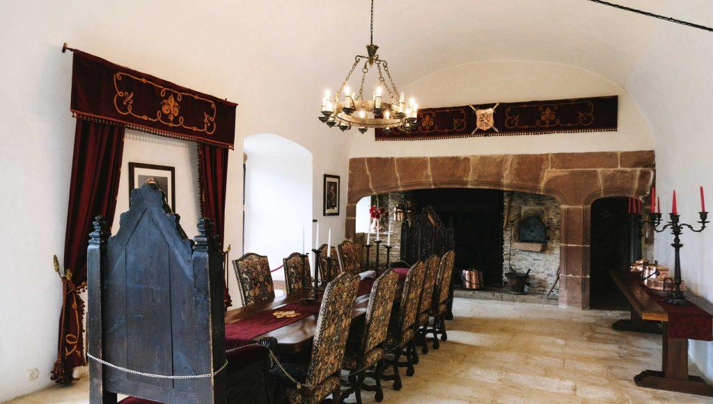 grande salle du chateau de belcastel