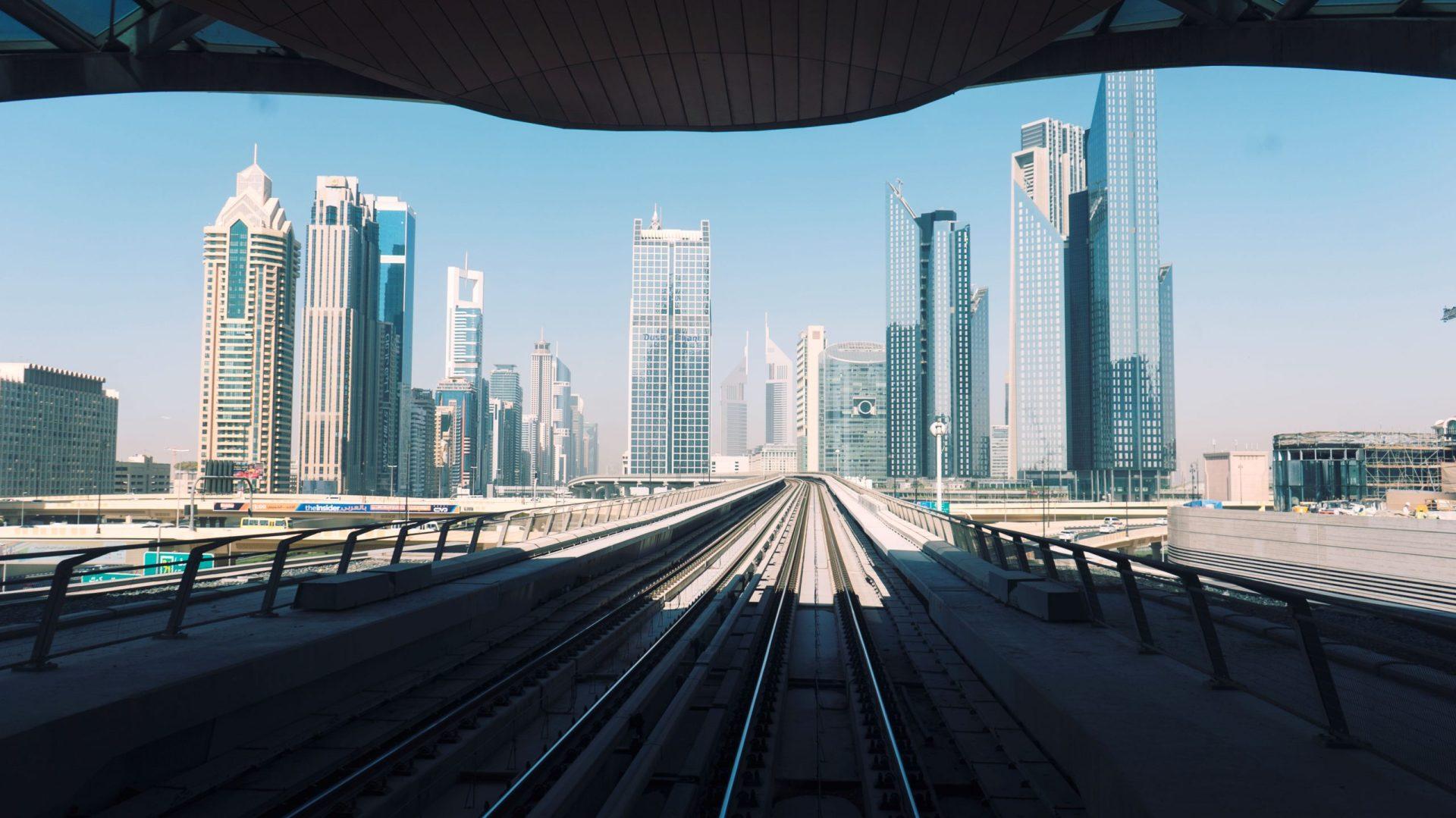 Vue de Dubaï depuis le métro