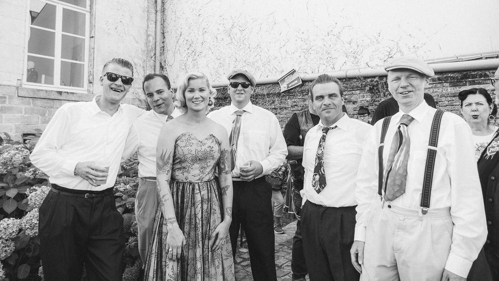 groupe de musique en noir et blanc