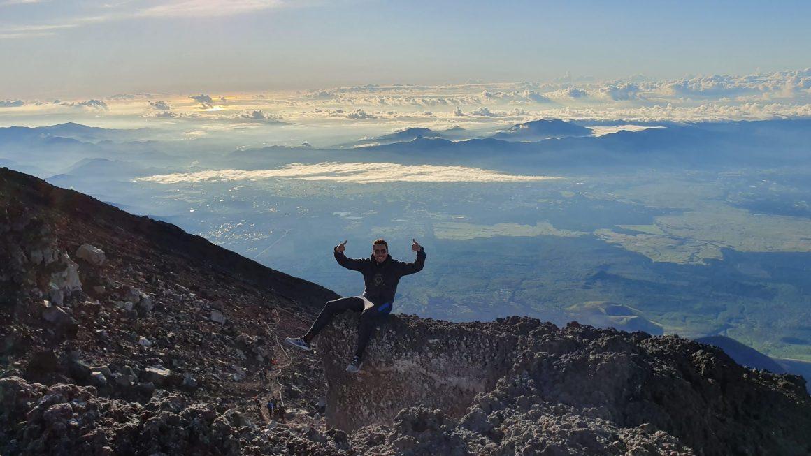 rayan en haut du mont fuji