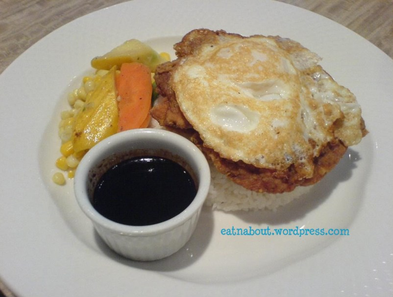 Sensus Bistro: Crispy Pepper Salt Chicken with fried egg and rice