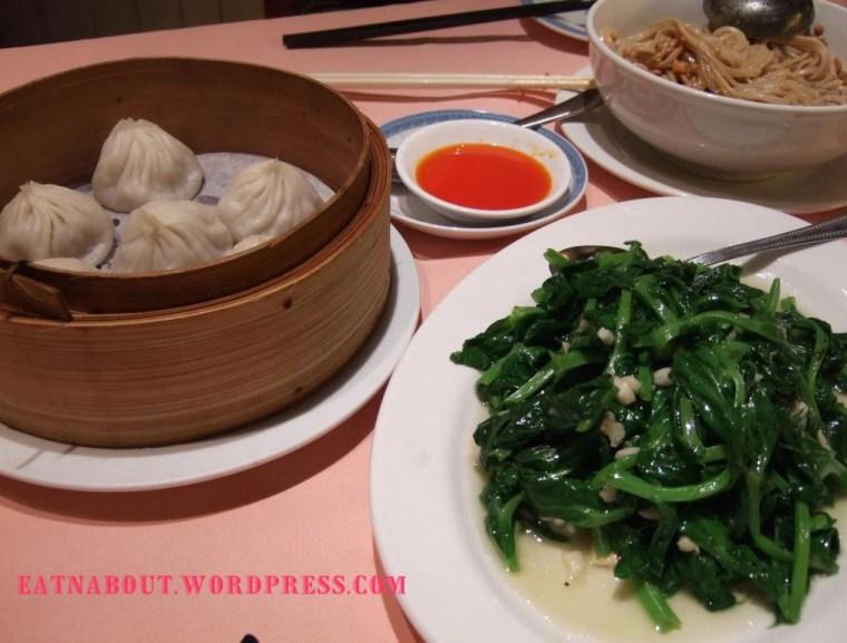 Shanghai House Restaurant: shao lung bao and pea shoots