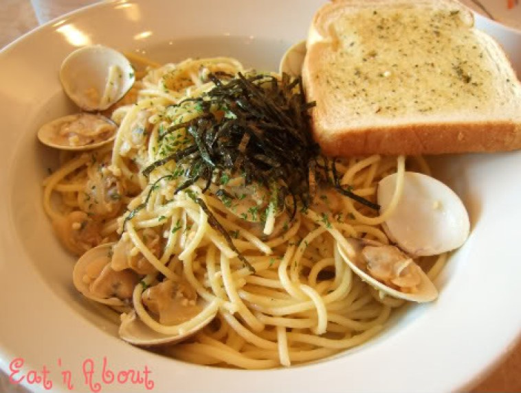 Cafe de Waraku: Garlic and Littleneck Clams