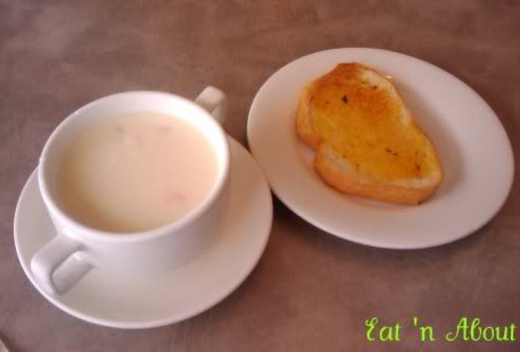 Bauhinia Restaurant: Soup and garlic toast