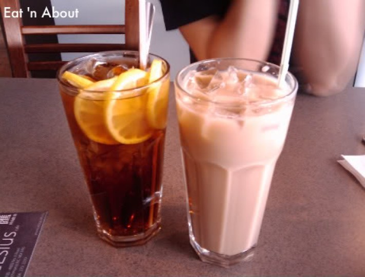 Celsius Cafe: Lemon tea and Milk tea