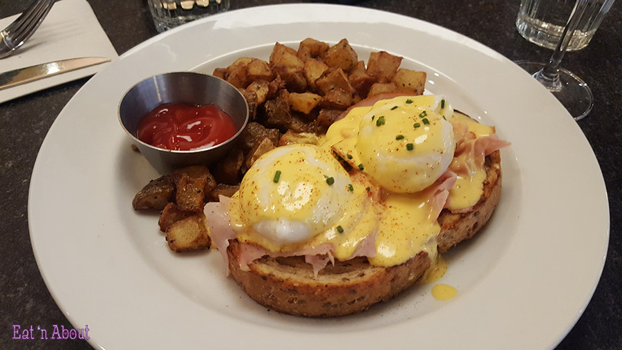 Earl's Brunch Happy Hour - Eggs Benedict