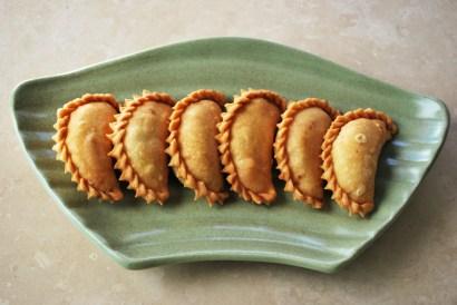gunjiya-sweet-fried-dumplings-stuffed-nuts