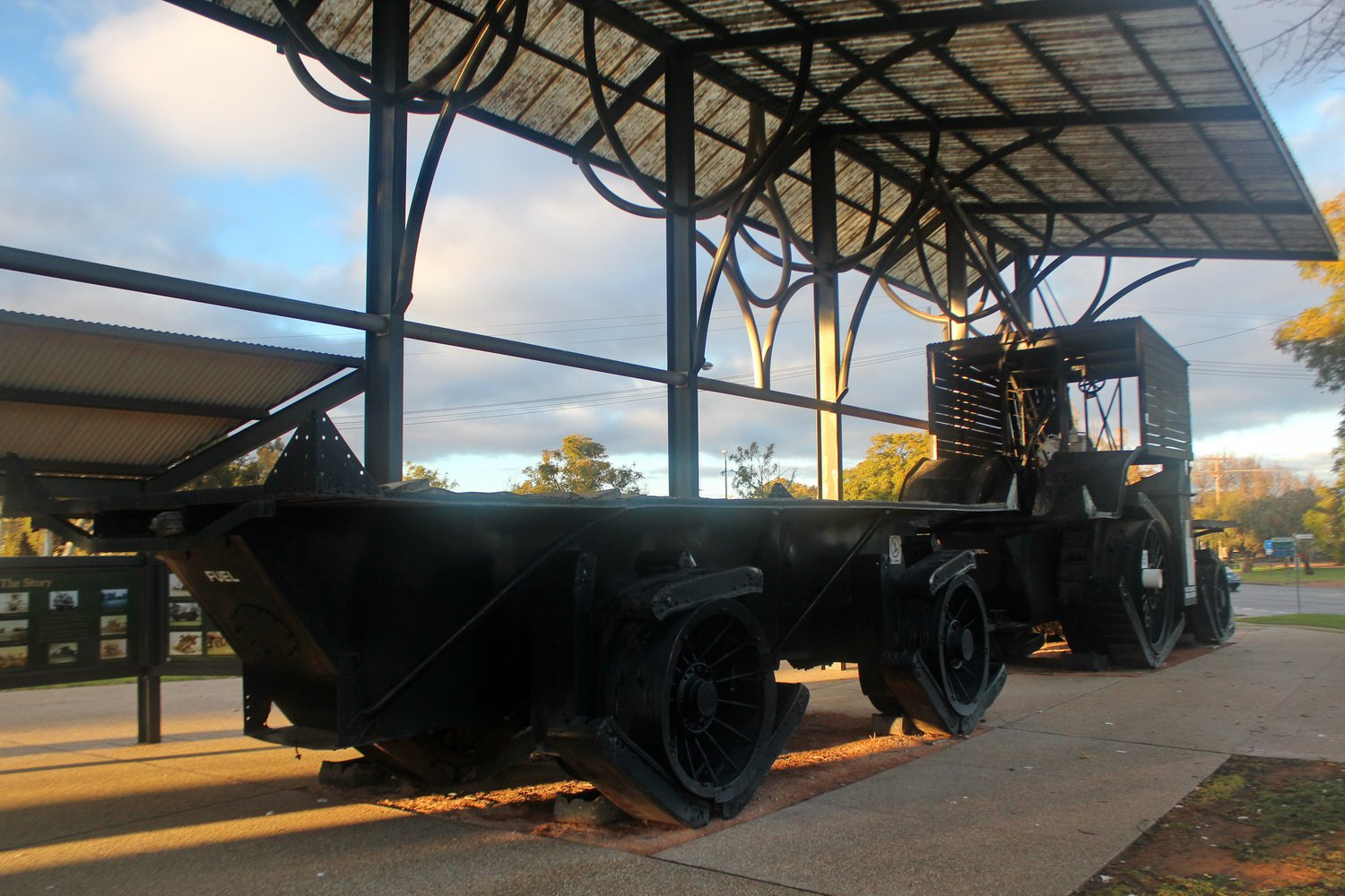 Big Lizzie, a 1915 heavy haulage machine and trailer. North West Victoria Tour, July 2020.