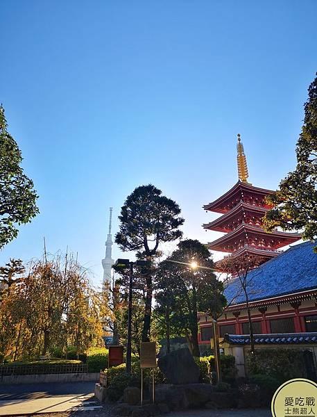 。東京 淺草。淺草雷門:在吾妻橋看著晴空塔日出,翻玩天空之鏡下,拜訪清晨的淺草寺。