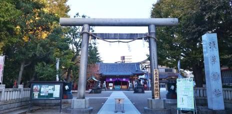 。東京 淺草。淺草神社:超人氣的大丈夫御守+良緣上升的夫妻狛犬&兩津勘吉石碑。