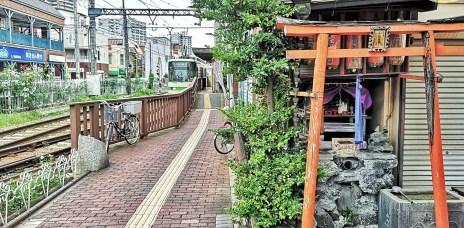 。東京 都電荒川線。三之輪橋站(三ノ輪橋駅):路面鐵路上懷舊的鐵路咖啡廳-KOHIKAN真鍋