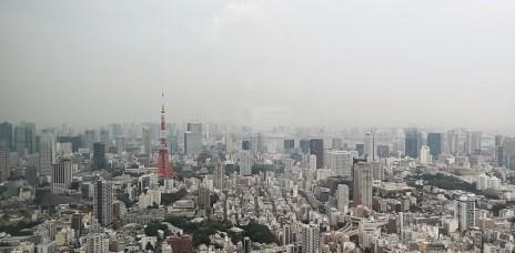 。東京 六本木。六本木之丘:森大樓超美觀景台+森美術館,看著有東京鐵塔的超美夜景,動畫天氣之子的場景之一